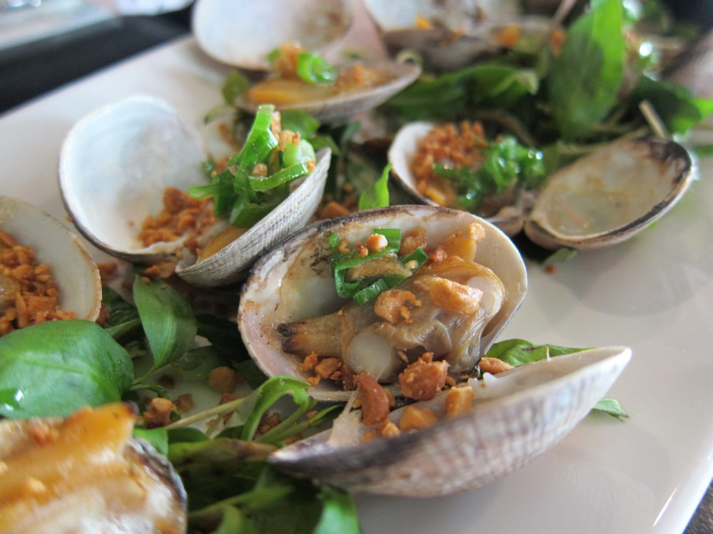 Steamed clams with fish sauce